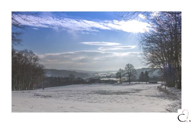 Ciel bleu sur neige à perte de vue